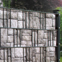 Bedruckte Sichtschutzstreifen Motiv Granitmauer am Zaun Beispiel Detail