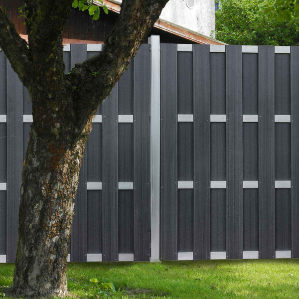 WPC Bohlenzaun anthrazit als Sichtschutzzaun im Garten