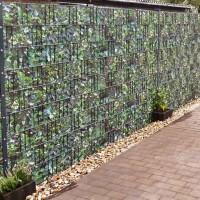 Bedruckte Sichtschutzstreifen Motiv Kirschlorbeer im Garten Anwendung